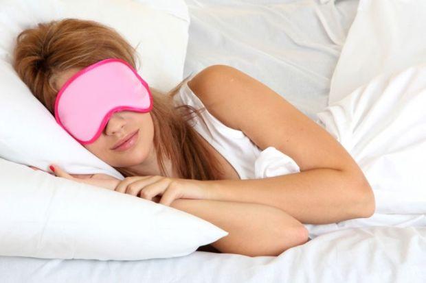 Em ambiente claros, o ideal é utilizar máscaras para dormi